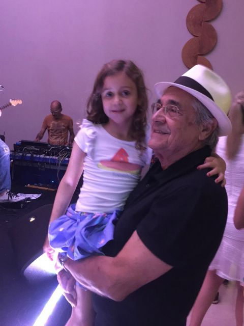 Marcello e a neta Maria Cláudia, de 6 anos. Crédito: Arquivo Pessoal