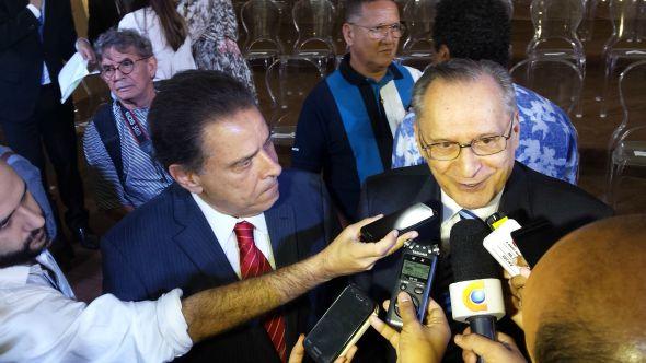 João Lyra Neto e Roberto Magalhães também prestigiaram o evento. Crédito: Beatriz Pires/DP/D.A Press