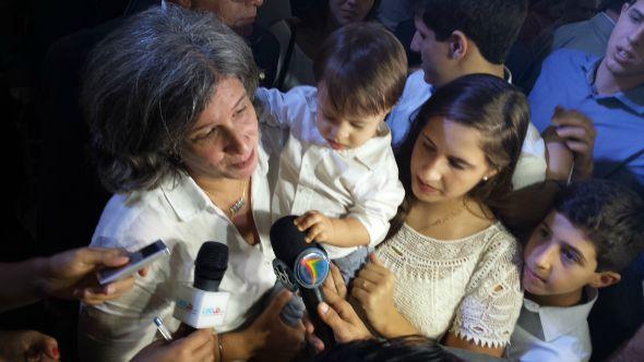 Acompanhada dos filhos, Renata Campos fala com a imprensa. Crédito: Beatriz Pires/DP/D.A Press