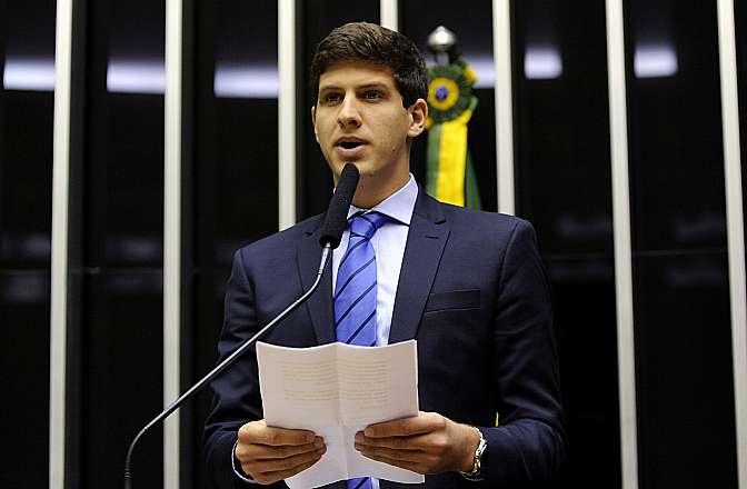 João Campos durante discurso sobre o pai Créditos: Maryanna Oliveira / Câmara dos Deputados