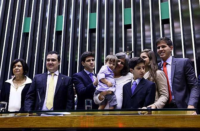 Renata Campos, os cinco filhos do ex-governador e  sua mãe, Ana Arraes, estiveram presente na sessão Créditos: Antonio Augusto / Câmara dos Deputados