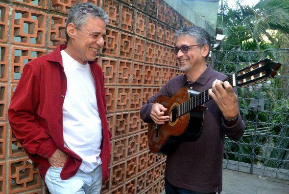 Chico Buarque e Zé Renato. Crédito: Cristina Granato/Divulgação