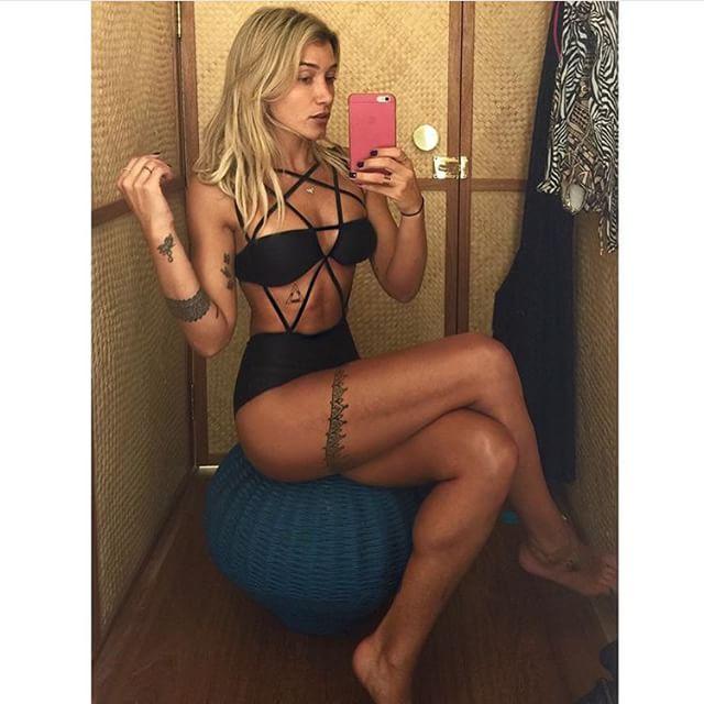Gabriela Pugliesi veste a peça do momento: body com tiras - Crédito: Reprodução do Instagram