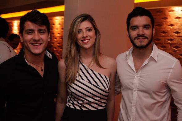 Valmir Wanderley, Amanda Dias e Thiago Wanderley. Crédito: Vito Sormany/Divulgação