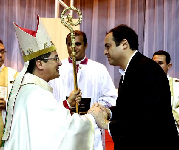 O bispo Paulo Jackson e o governador Paulo Câmara  Crédito Governo do Estado/Divulgação