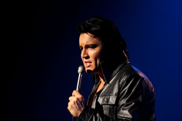 Ben Portsmouth, como Elvis. Crédito: Divulgação do artista