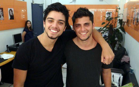 Rodrigo Simas e Bruno Gissoni - Foto: Domingão do Faustão / TV Globo