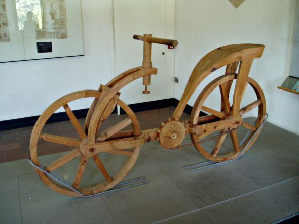Crédito: Exhibition Club/Divulgação - Da Vinci - Reproduções de invenções assinadas por Leonardo Da Vinci e construidas por artesãos italianos - Bicicleta