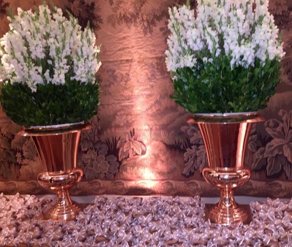 Peças da decoração nas mesas