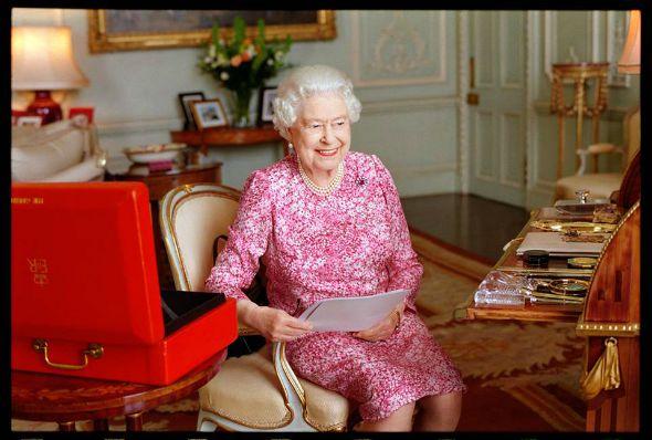 Foto oficial das comemorações deste aniversário de reinado da Rainha Elizabeth II. Crédito: Mary McCartney/Divulgação