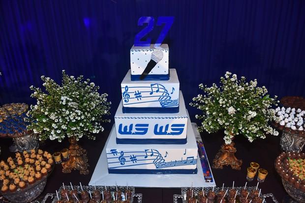 O bolo de quatro andares do aniversário de Safadão