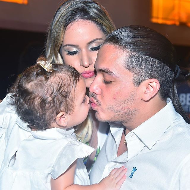 Wesley Safadão com a pequena Ysis, fruto de seu relacionamento com Thyane Dantas -  Crédito: Reprodução do Instagram