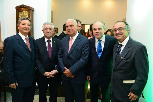 Alberto Ferreira da Costa com os médicos José Nogueira, Carlos e Fernando Moraes e Maurílio Rodrigues. Crédito: Giovanni Chamberlain/Divulgação