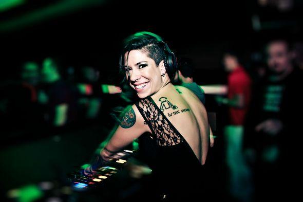 Vivi Seixas, filha do lendário Raul Seixas, toca na festa - Crédito: Alle Manzano/Divulgação