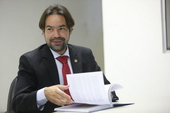 Diogo Moraes é autor do requerimento que propôs a sessão solene para o lançamento do livro - Crédito: Hesiodo Goes/Esp. DP/D.A. Press