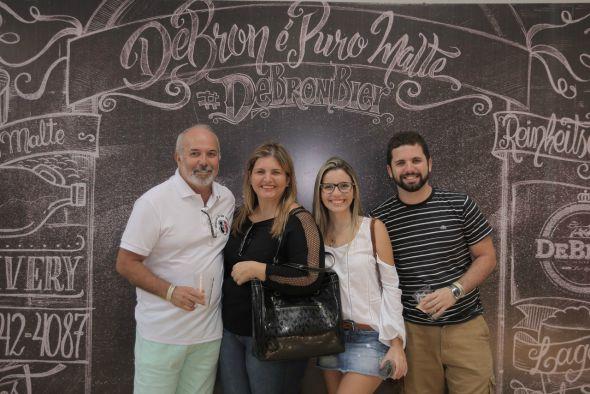 Dagoberto Pires, Juciene Pires, Rebeca Pires e Divar Neto. Crédito: Momentos Fotografia/Divulgação