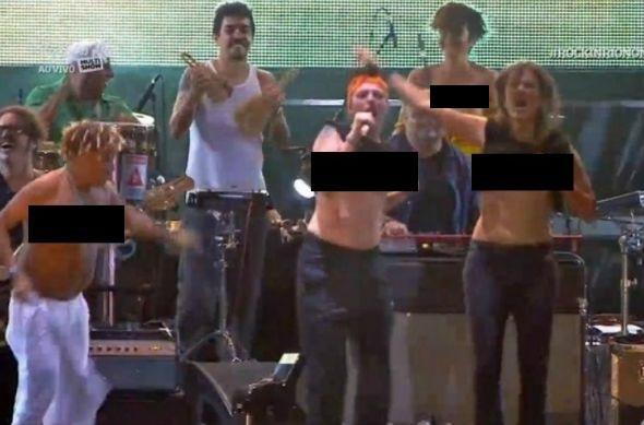 Mart'nalia, Tacy Campos, Zélia Duncan e a baterista Lan Lan fizeram topless em homenagem a Cássia Eller. Crédito: Reprodução