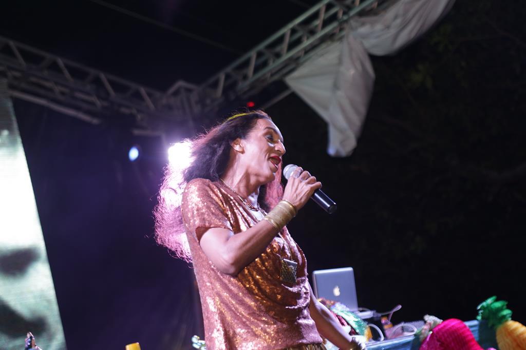 Odilex na performance de Bethânia - Crédito: Celo Silva/Divulgação