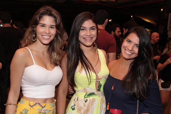 Ingrid Guenes, Joanne Fiúza e Bruna Távor. Crédito: Larissa Nunes / Divulgação