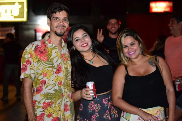 Matheus Mendonça, Vanessa e Elis Figueiro. Crédito: Larissa Nunes / Divulgação