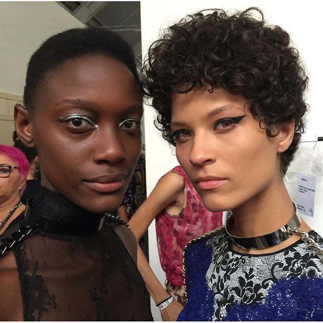 A beleza das modelos destacou o olho marcado com delineado grosso - Crédito: Reprodução do Instagram