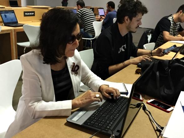 Gloria Kalil tem computador exclusivo na sala de imprensa - Crédito: Thayse Boldrini/DP/D.A Press