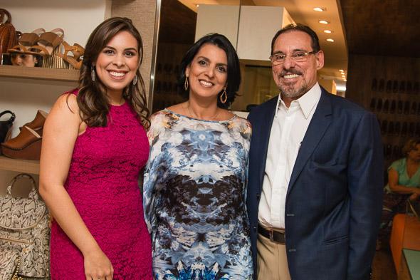 Amanda com os pais Élida e Fernando Bastos. Crédito: Tatiana Sotero / DP / D.A Press