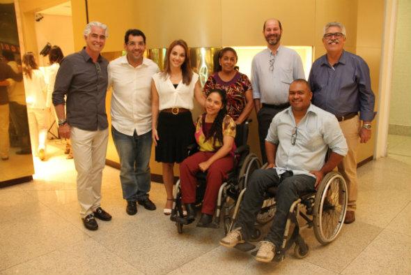 Cris Lemos e equipe do Novo Jeito. Crédito: Bruna Oliveira/Divulgação