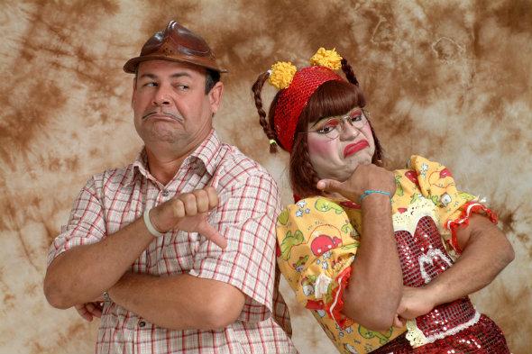 Zé Lezin e Cinderela discutem a relação de forma humorada. Crédito: Ricardo Lopes/Divulgação