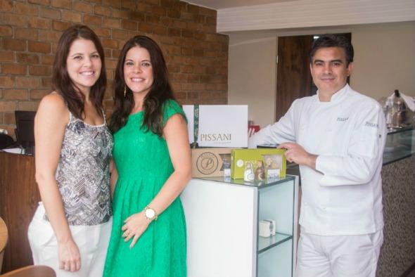 As sócias Leila e Lílian Sanguinetti ao lado do chef uruguaio Carlos Pissani. Crédito: Divulgação/Pissani