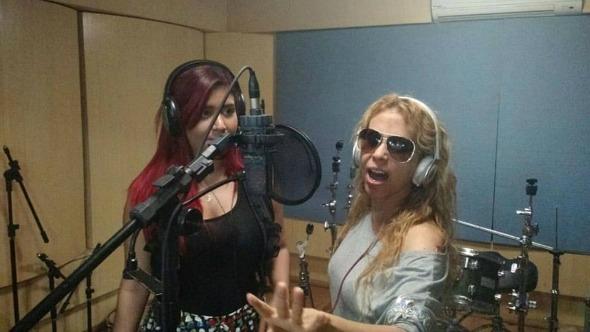 """Priscilla Senna, da Banda Musa, e Joelma na gravação da música """"Amor de fã"""". Crédito: Reprodução Facebook"""