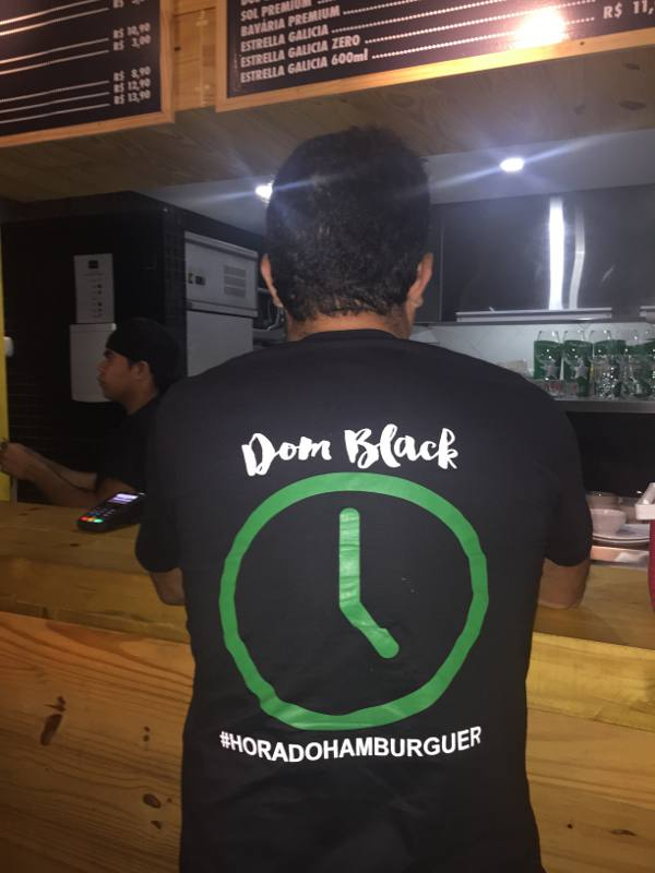 Camisa destaca a Hora do Hamburguer