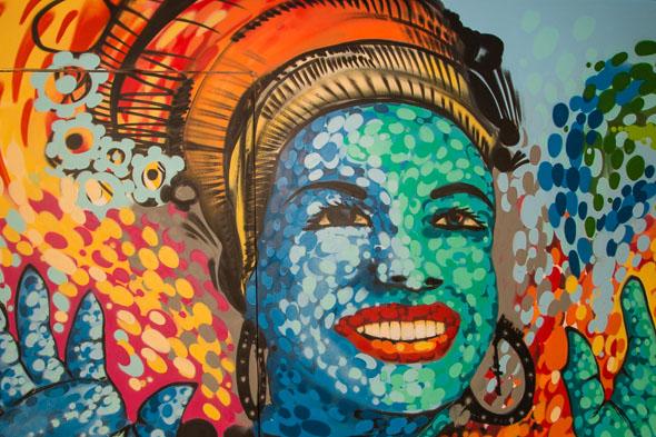 Painel de Carmem Miranda no loft da blogueira assinado projetado por Sandra Brandão - Crédito: Tatiana Sotero/DP/D.A Press