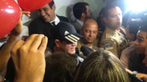 Chimbinha foi o único a falar com a imprensa.  A saída da sala de audiência foi um grande tumulto e foi quase impossível chegar perto de qualquer um dos dois Créditos: Taís Machado/  DP/ DA Press