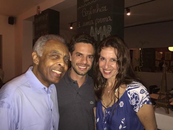 Gilberto Gil, Flávio Marques e Flora Gil. Crédito: Divulgação/Prouvot cozinha.bar