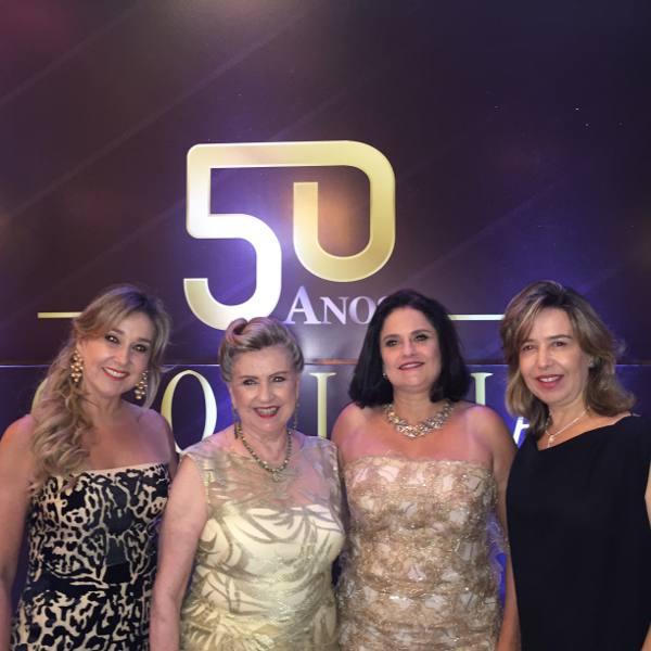 Glorinha Aguiar com as filha Silvana, Rosana e Suzana