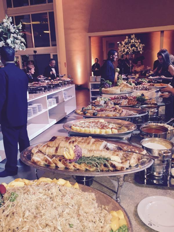 O buffet de pratos quentes da Arcádia