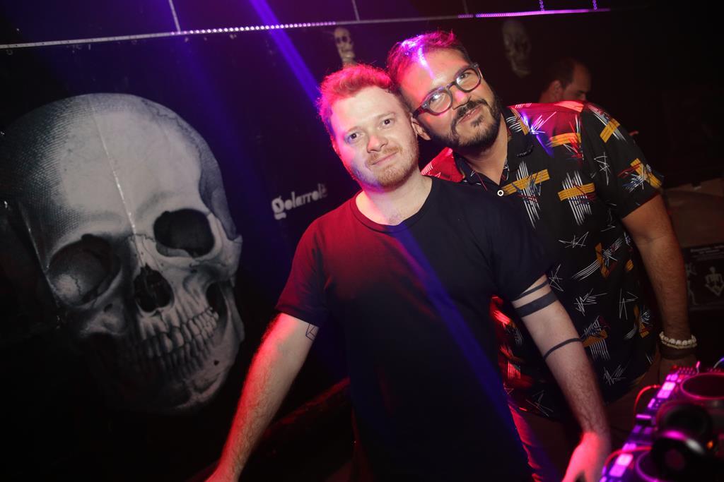 FuckyeahGuigs e Thikos comandaram a pista Club Créditos: Celo Silva/Divulgação