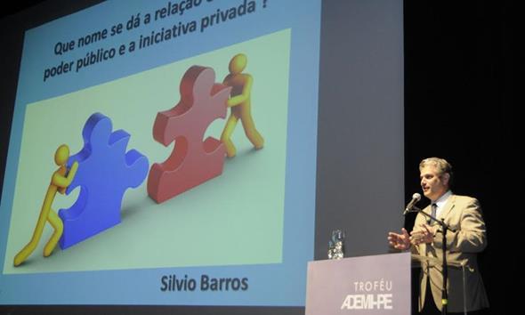Silvio Barros, ex-prefeito de Maringá, durante sua palestra Créditos: Divulgação/Ademi