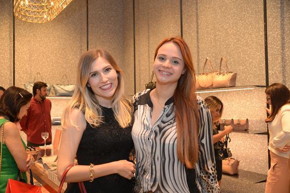 Ana Amélia Almeida e Débora Duarte. Crédito: Divulgação/Valentino