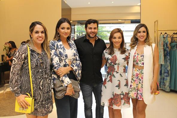 Rapha Torres, Rebeka Guerra, Heracliton Diniz, Cris Lemos e Dany Khadydja. Crédito: Juliana Neves/Divulgação