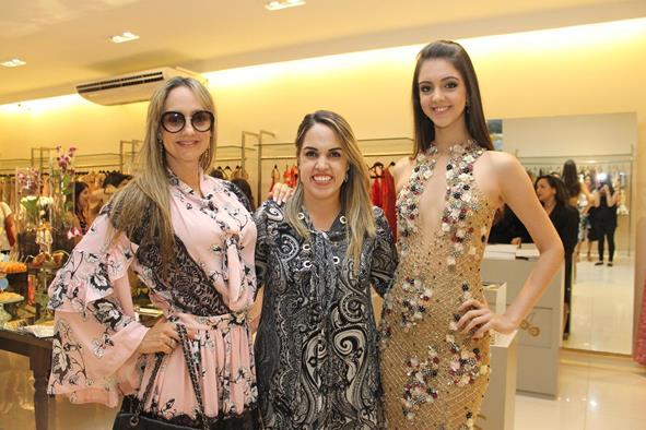 Renata Braga, Rapha Torres e Fernanda Torres. Crédito: Juliana Neves/Divulgação