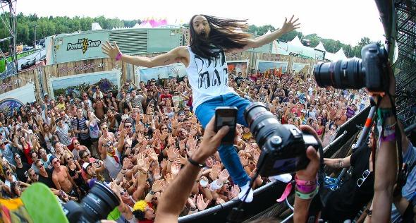 Steve Aoki toca no festival - Crédito: RUDGR.com