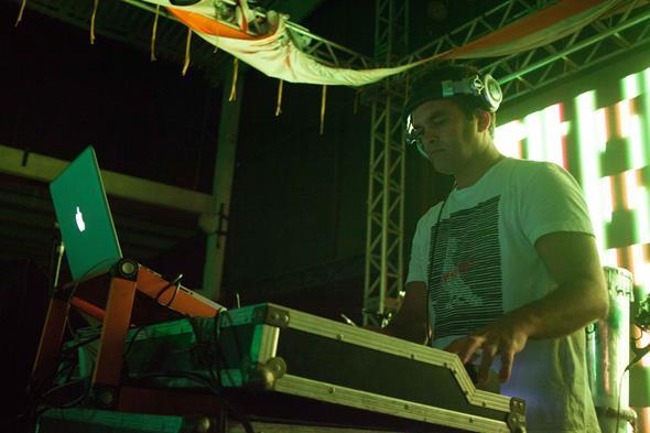 DJ Korossy. Crédito: Vito Sormany/Divulgação