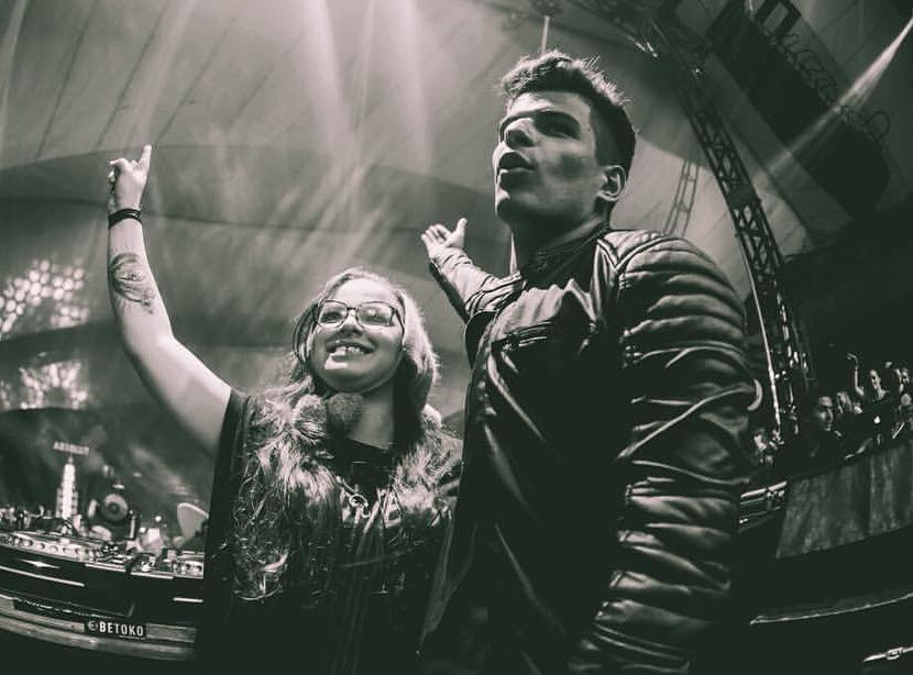 A DJ Groove Delight com Vintage Culture Créditos: Divulgação