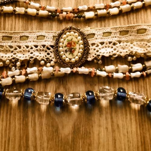 Algumas das peças disponíveis na Feirinha Retrô. Crédito: Divulgação/3 Meninas
