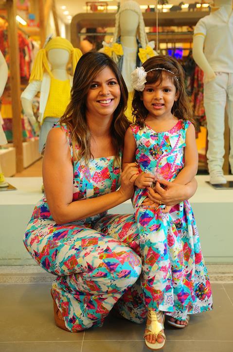 Isis Lopes e a filha Alice. Crédito: Armando Artoni/Divulgação