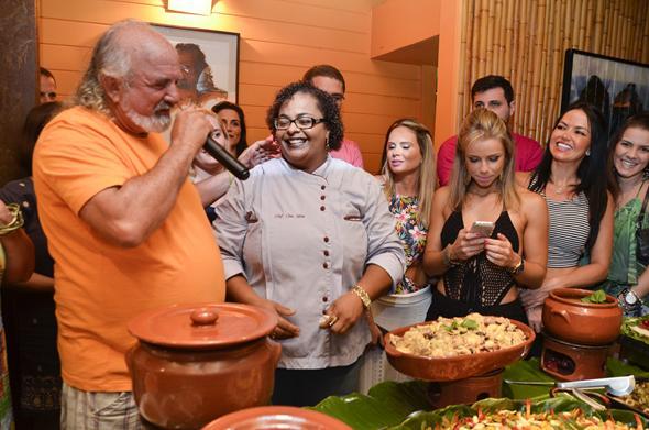 Zé Maria comandando o inicio do banquete Créditos: Keila Castro/Divulgação
