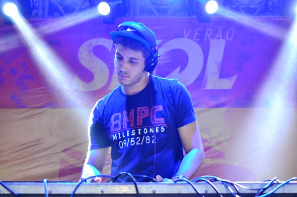 DJ Victor Neiva. Crédito: Larissa Nunes/Divulgação
