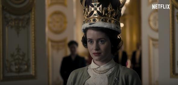 Claire Foy como a rainha Elizabeth II na primeira temporada da série - Crédito: Reprodução/Youtube